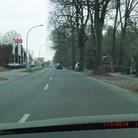 Dunkelgrauer VW Caddy HVL L 108 Standort Oranienburger Chaussee Höhe Aral Tankstelle - blitzt in beide Richtungen Foto aus Richtung Hohen Neuendorf aufgenommen