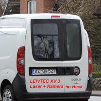 Der berüchtigte weiße FIAT Doblo vom Kreis Herzogtum Lauenburg Kennzeichen RZ-QW 527 mit Leivtec XV 3 im Heckfenster. Mißt die gegenüber liegende Fahrbahn ortsauswärts Rtg. Geesthacht...
