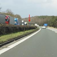 Die Meßstelle befindet sich in einer langgestreckten Linkskurve. Die Bilder zeigen die Fahrtrichtung Würzburg.