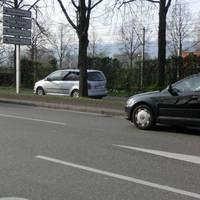 Mobile PSS in silbernem Touran S-OP1755. FR Stadtauswärts kurz nach der Tankstelle im 50er Bereich.