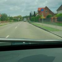 Polizei in Buswartehäuschen