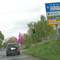 B1 von Breitscheid Richtung Essen, Zufahrt (in Mülheim Heißen)  auf die A40 Richtung Bochum. Standort:Mülheim Heißen, B1 Kreuzung Essener Straße/Velauer Straße und A40 Richtung Bochum Auf der Ampelrückseite leuchtet bei Rot noch eine weiße Ampel, die als Beweiß mit fotografiert wird. Ausreden zwecklos.