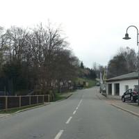 Anfahrt in Richtung Crottendorf. Wer die Messstelle nicht kennt, fährt hier am Ortsende gerne deutlich mehr als 50 km/h.