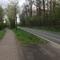 Der Blitzer ist auf den Bildern nicht perfekt zu sehen er steht auf der rechten Seite am Straßenrand direkt vor der Kurve. Aus der Entfernung war er sehr gut zu erkennen.