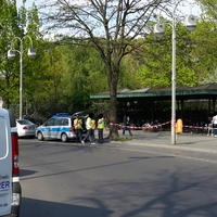Vorm Haupteingang Zoo-Berlin
