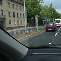 Neuer fest installierter Blitzer der Stadt Giessen auf der Ostanlage in nördlicher Fahrtrichtung kurz nach der Ecke Gutfleischstr. Der Starenkasten ist noch etwas von Laub bedeckt.