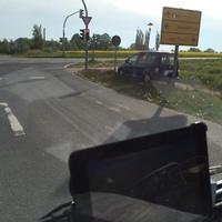Hier der Messwagen der Firma Vetro aus Wismar in der Strasse Am Weidenbruch.An der Schildertafel rechts im Bild in Fahrtrichtung A19 steht das Messgerät.