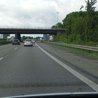 PSS unter der Brückr A81 FR Singen vor BB Hulb @ 100 Km/h. Messfahrzeug silberner VW Bus TÜ-VY 393