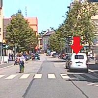 Lasermessung mit Kamera aus dem Heck eines silbernen VW Caddy.