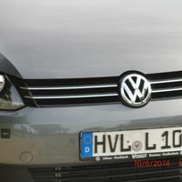 grauer VW Caddy HVL L 108 mit abgesetztem Gerät blitzt stadtauswärts