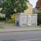 Mobiler-Blitzer (Laser) von der Polizei in Fahrtrichtung M,gladbach-Rheindahlen. Die Polizisten sieht man erst sehr spät mit der Pistole, da sie sich hinter einem Trafohäuschen verstecken. Nach der Fussgängerampel (ca. 500m) wird man dann herausgewunken (siehe letztes Bild).