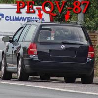 B 1 OA Groß Lafferde, Richtung Hildesheim. 50 kmh, rechte Seite in den Parklücken zwischen Autos steht der blaue VW Golf 4 Variant (PE-QV-87).