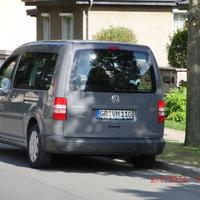 grauer VW Caddy GR VM 110 blitzt in beide Richtungen