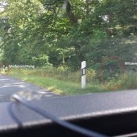 Hier werden regelmäßig morgens die Heide Park Besucher abkassiert. Den Blitzer habe ich beim ersten Vorbeifahren zuerst gar nicht gesehen.
