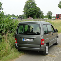 dieses Mal Rtg. Rosenthal fahrend vorm Abzweig Handorf auf der B65, der Berlingo stand versteckt im Feldweg nebenan