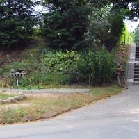 Sensor und Seitenblitz/Kamera, vom Waldfriedhof kommend