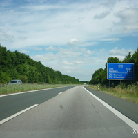 Wir befinden uns auf der A 73 in nördlicher Fahrtrichtung und passieren gleich die Entfernungsangabe hinter der Anschlussstelle Buttenheim.