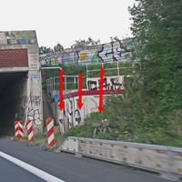 A 39 Richtung Wolfburg, zwischen den Ausfahrten BS Südstadt und BS Rautheim, direkt vor der Tunneleinfahrt, auf der rechten Seite. 80 kmh.