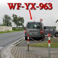 Grauer VW Caddy Maxi (WF-YX-963) in der kurzen 50iger Zone höhe WF Fümmelse, in Richtung Wolfenbüttel Stadt, rechte Seite auf dem Schotter geparkt.