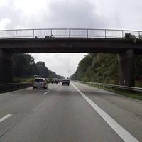 Heute in beiden Richtungen zwischen Soltau-Ost und Soltau-Süd, in Richtung Norden waren 120km/h erlaubt wohingegen in Richtungen Süden nur 100km/h erlaubt waren. Den Auslösepunkt von 125km/h zu erreichen war jedoch praktisch nicht möglich da zu diesem Zeitpunkt wegen stockendem Verkehrs diese Geschwindigkeit nicht ansatzweise erreicht werden konnte. Gemessen wurde in beide Richtungen jeweils nur die Linke Spur