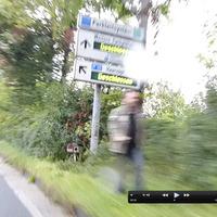Blitzer steht direkt am Parkleitsystem Schild in einer 50er Zone. Bereich ist direkt Abfahrt / Auffahrt zur A52 Richtung Düsseldorf.