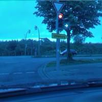 Sicht aus Höfkerstr auf Dorstfelder Allee. Wenn sie in Aktion sind, befindet sich der Laser am Zaun. Hinter dem Auto befindet sich eine nette Parkgelegenheit