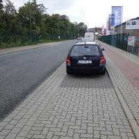 bekannte Stelle: Woltorfer Straße Peine, einwärts vorm Bäcker Seidel bei 50! dieses mal nicht gegen die Fahrtrichtung geparkt! Schöne Grüße an die Frau Biely ausm Golf