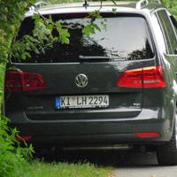 Der Merßwagen (Touran) heute mit Kennzeichen KI LH2294 steht gut versteckt im Seitenweg Struckdieksau.