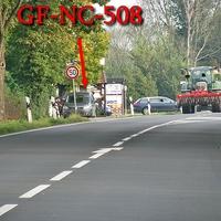 Blitzer auf der B 214 in Hülperode, Richtung A 2 / Celle. 50 kmh. Grauer VW Caddy Maxi (GF-NC-508), gegenüber der Shell Tankstelle, rechts neben dem Radweg.