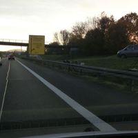B29 FR Aalen @120 unmittelbar vor der Ausfahrt Schorndorf West. ESO Lichtschranke gut sichtbar, grauer Messbus dito.