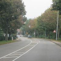 Traffipax Traffiphot-S  steht in der Großsachsenheimer Strasse in Bietigheim-Bissingen (Ortsteil: Untermberg)  Vorsicht! > Der Traffiphot-S lässt sich auch drehen, so dass auch stadtauswärts gemessen werden kann. > Hier auf dem Foto messt er gerade stadteinwärts.  Vorgeschriebene Geschwindigkeit: 50 km/h