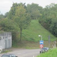 Traffipax Traffiphot-S  steht in der Siemensstraße in Ditzingen  Vorsicht! > der Blitzer befindet sich leicht ausserhalb der Stadt und steht bevor es in ein Tunnel geht, in Richtung des Ortsteil Hirschlanden.  Vorgeschriebene Geschwindigkeit: 60 km/h