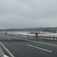 ganz dreiste Abzocke: neue Stelle, Ende der Ausbaustrecke bei 50 kmh! Hier fährt kaum einer 50, gerade Strecke, Bundesstraße! Kaum zu erkennen! Der Caddy (OHA HC 546) stand neben der Brücke