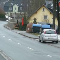 Bad Schlema, Friedensstraße hinter einem Papiercontainer aus Ri. Silberbachtal in Richtung ungarische Gaststätte