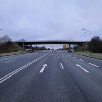 bekannte Stelle: B444 aus Ilsede kommend Höhe der Brücke, der Messwagen war nicht zu sehen, da er hinter der Brücke stand!