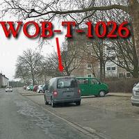 Grauer VW Caddy (WOB-T-1026), steht auf dem Schlesierweg, längs vor Querparkbuchten und blockiert 2. Ansich nicht zu übersehen. 30 kmh. Jaja Ausnutzung der Sonderrechte des Ordnungsamtes.