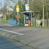 In Lehre an der Schunterbrücke, kurz vor dem ehemaligen Autohändler an der Bushaltestelle, beidseitig. 50 kmh. Ein echter Unfallschwerpunkt eben. Immer viel Personenverkehr dort und es gibt auch keinen sicheren Überweg über die Straße (Ampel). Abzocke!!!