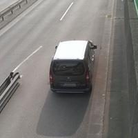 Hier steht das neue Messfahrzeug der Stadt Leverkusen ein Citroen Berlingo! An dieser Stelle wird mit der Leivtec xv3 aus der Heckscheibe OHNE Blitz gemessen!