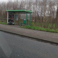 ein Dreibein direkt in der Bushaltestelle positioniert