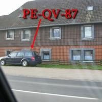B 1 in Denstorf, Richtung Braunschweig, schräg gegenüber der Gärtnerei. Dunkelblauer VW Golf 4 Variant (PE-QV-87). 50 kmh.