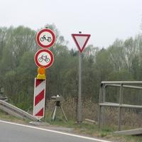Wiedermals auf der B 1 am Abzweig Vechelde (Zufahrt alte B1 Hildesheimer Straße Vechelde). 70 kmh. Beidseitig.