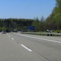 """A8 FR Stuttgart beim Maustobel Viadukt PSS bergab bei 120 Km/h. Als ein niederländischer Gast schneller als erlaubt vorbeifuhr, wurde er direkt vom """"Abfangjäger"""", einem Provida Rau-Reiter verfolgt."""