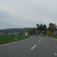 Auf der Fahrt von Ebern gen Breitengüßbach haben wir soeben die Tempo 70 Anordnung passiert und nähern uns den Häusern von Rentweinsdorf-Sendelbach. Messdatum: 30.04.2015.