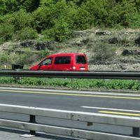 A7 FR Kassel @ 80 in der Baustelle.  PSS mit fair rotem Messfahrzeug :o)