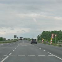 Wiedermals, B 1 am Abzweig Vechelde (Zufahrt alte B1 Hildesheimer Straße Vechelde). 70 kmh. Beidseitig.