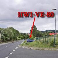 Blitzer zwischen Blankenburg und Oesig, auf der Michaelsteiner Straße, höhe der Harzer Werke/ Abzweig Waldfriedenstraße, blauer VW Caddy (HWI-VE-80) steht quer zur Fahrbahn und blitzt aus der hinteren Seitenscheibe. 50 kmh.