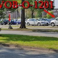 Blitzer auf der Heinrich Nordhoff Straße, kurz nach dem Tunnel, rechte Seite, am VW Parkplatz, am Straßenrand, hinter einem Baum, auf Stativ steht die Vitronic Anlage. 50 kmh. Richtung Fallersleben.
