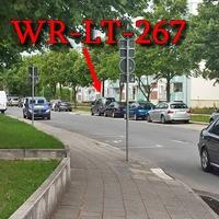 Blitzer auf der Minslebener Straße, zwischen dem Edeka und dem NP - Markt. 30 kmh, grauer VW Caddy (WR-LT-267), rechte Seite in der Parkreihe, blitzt durch die Front und Heckscheibe, beide Richtungen.