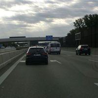 Abstandsmessung FR München, gleichzeitig 1 Person mit Kamera auf der Brücke