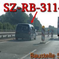 In der kurzen Baustelle auf der Industriestraße Mitte, von SZ Lebenstedt, Richtung SZ Watenstedt / Wolfenbüttel. Für 200m von 100 kmh auf 50 Kmh reduziert und linke Seite in der Baustelle steht er wiedermals, der graue VW Caddy Maxi (SZ-RB-3114). Für mich reinste Abzockerei an der Stelle!